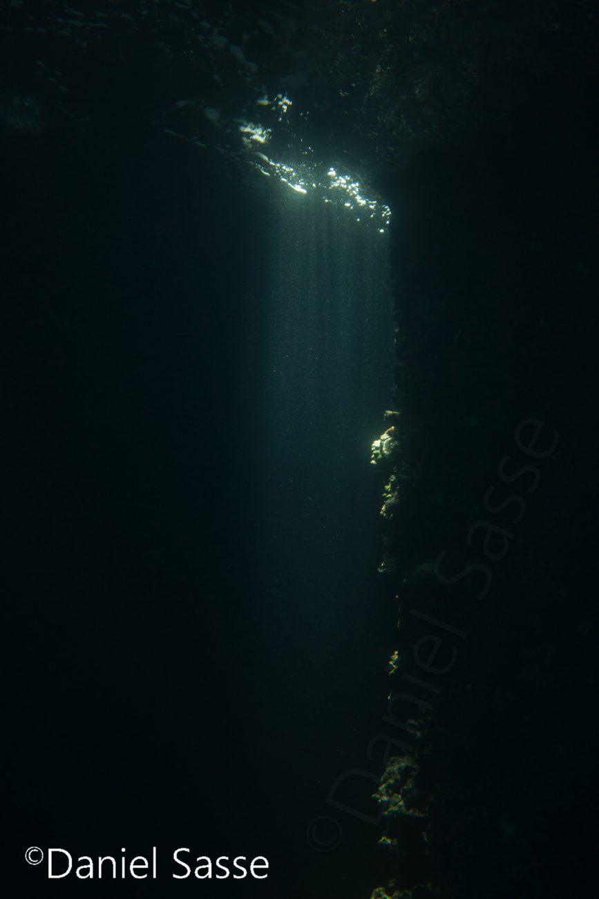 Light in the Cave Lichtschwert Unterwasser Blasenring