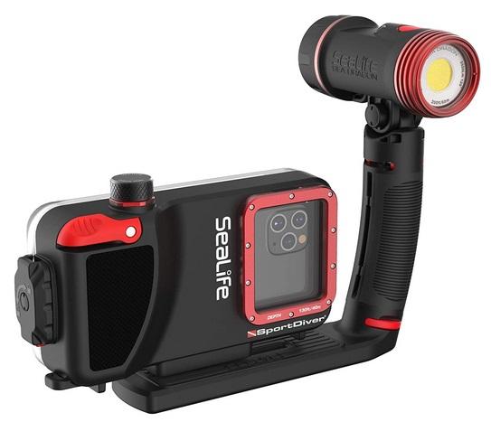 Smartphone underwaterhousing with 2500 lumen video light Sealife